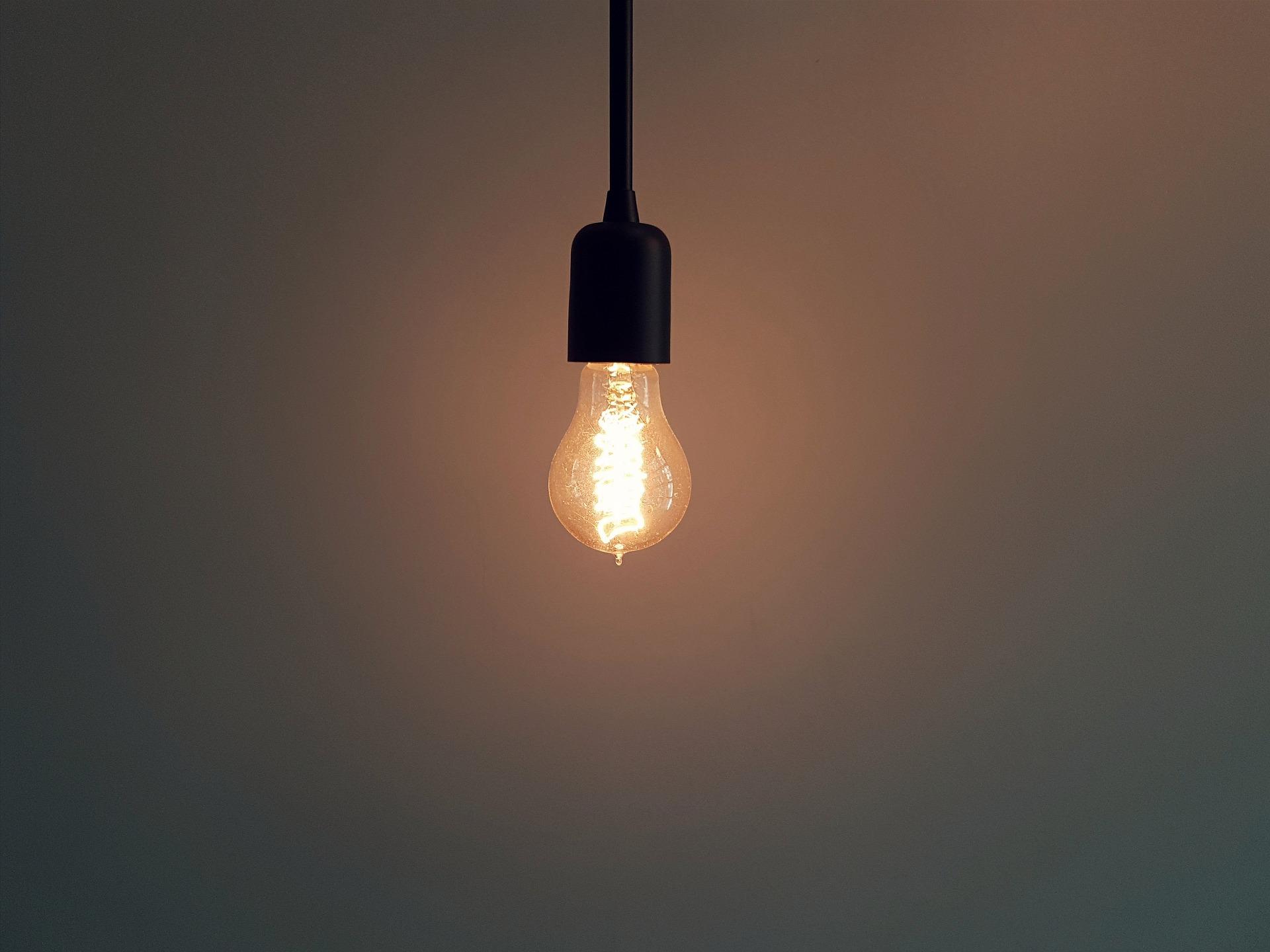 Como diminuir sua conta escolhendo a lâmpada certa? - ENETEC